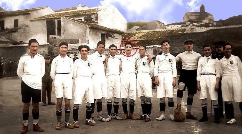 Se infiltró en los equipos masculinos para jugar al fútbol. La llamaban Veleta y era malagueña